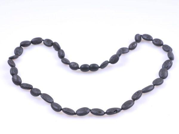 Кехлибарен гердан унисекс с цвят черна череша