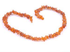 Дамска огърлица от едри парчета кехлибарен чипс